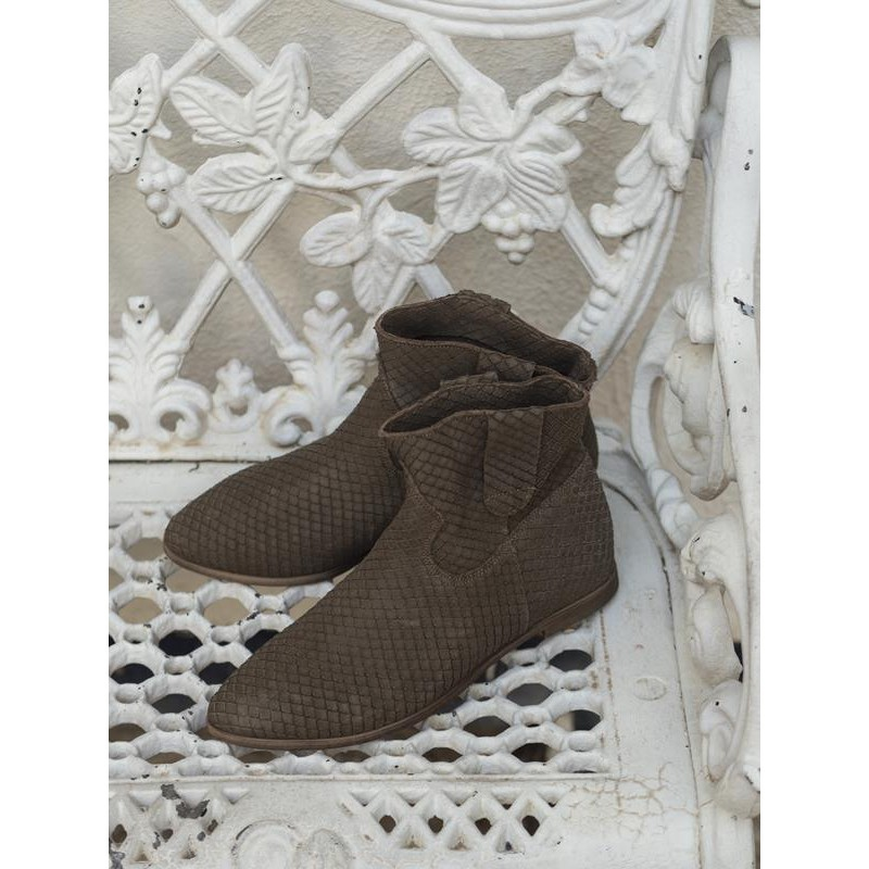 Pierre Limited Brown
